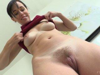 Horny mom showing her goddess